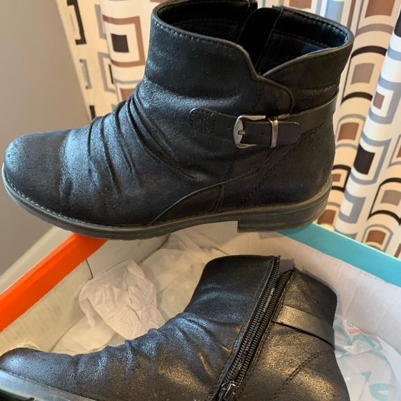 BareTraps Shoes - Ankle Boots